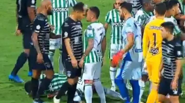 Cabezazo de Teo a Jarlan Barrera en el Nacional vs Junior