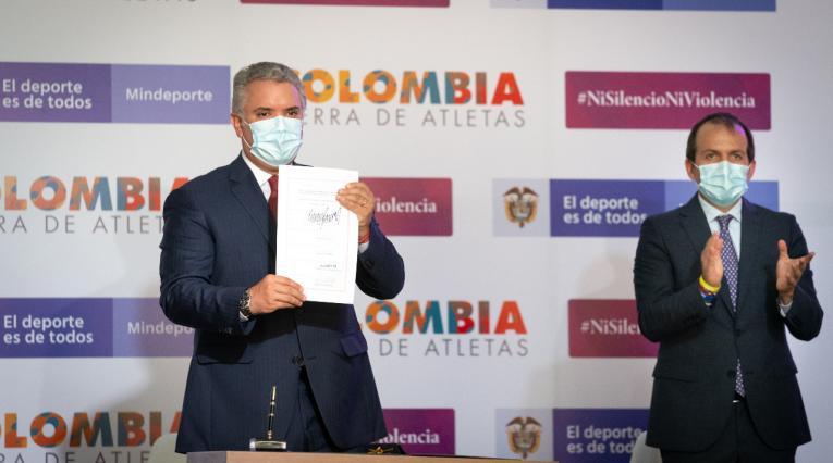 Presidente Iván Duque y el ministro del Deporte, Ernesto Lucena