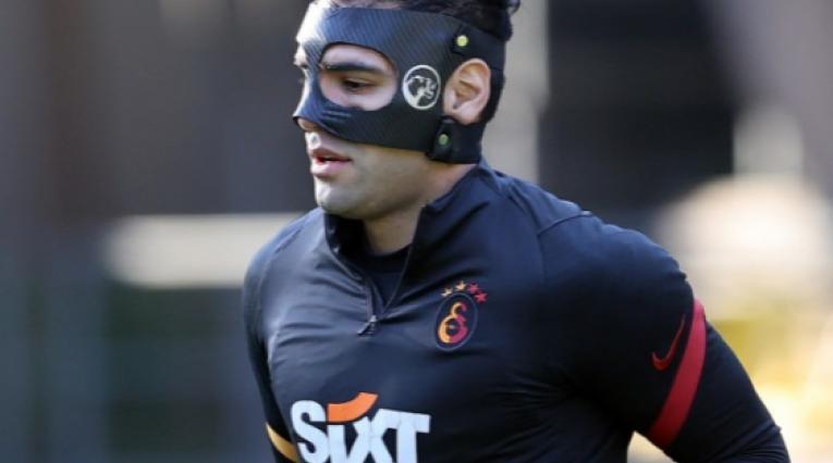 Falcao García- máscara