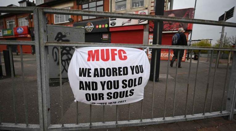 Hinchas del Manchester United protestan por la Superliga