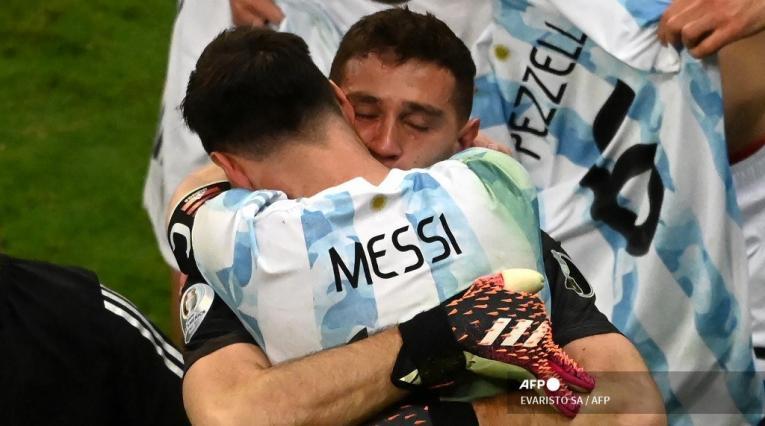 Messi y Emiliano Martínez - Argentina