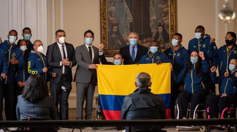 El Presidente Duque entregó el Pabellón Nacional a los deportistas que representarán a Colombia en los Juegos Paralímpicos Tokio 2020.