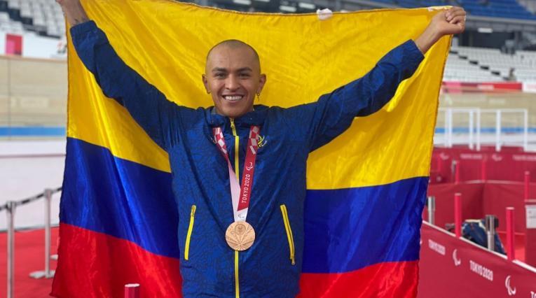 Diego Dueñas, bronce en ciclismo de persecución.
