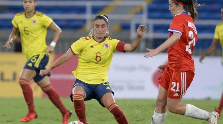 Selección femenina - amistoso frente a Chile