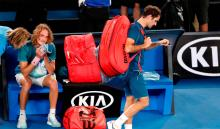 Roger Federer luego de ser eliminado por Stefanos Tsitsipas en el Abierto de Australia