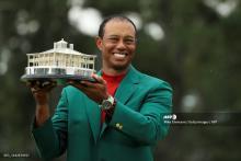 Tiger Woods con la chaqueta verde que lo distingue como campeón del Masters de Augusta 2019
