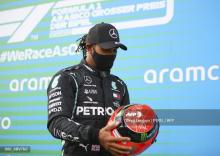 Hamilton recibe el casco del hijo de Michael Schumacher
