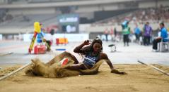 Caterine Ibargüen compitiendo en salto triple en liga de Diamante de Shanghai