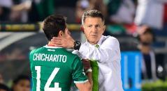 Juan Carlos Osorio y Chicharito Hernández en uno de los entrenamientos de la selección mexicana