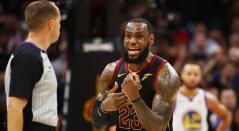 LeBron James en el partido Cavaliers de Cleveland Vs Warriors de Golden State
