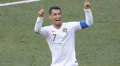 Cristiano Ronaldo pidiendo la intervención del VAR en Rusia 2018