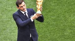 Iker Casillas levantando la Copa del Mundo en Rusia