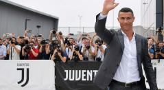 Cristiano Ronaldo en su llegada a Turín, Italia, para unirse a Juventus