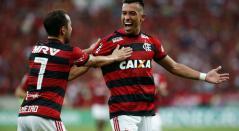 Fernando Uribe marcó su primer gol con Flamengo en la Serie A de Brasil