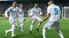 Lucas Vazquez, Luka Modric y Mateo Kvacic celebran con Karim Benzema tras anotar