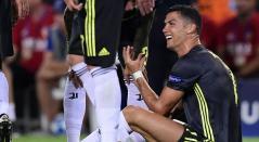 Cristiano Ronaldo muestra su sorpresa por la expulsión en el partido ante Valencia