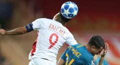 Falcao tuvo pocas posibilidades frente al arco del Atlético de Madrid