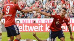 James Rodríguez celebra su gol con Robert Lewandowski