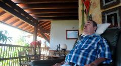 El profesor Luis Fernando Montoya en su casa, en el Valle de Aburrá (Caldas)