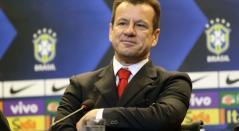 Dunga en rueda de prensa con Brasil