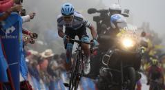 Miguel Ángel López en una de las etapas de La Vuelta a España