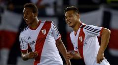 Carlos Carbonero y Teófilo Gutiérrez vistiendo la camiseta de River Plate