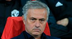 Jose Mourinho en el banco del Manchester United durante el partido frente al Valencia en la Champions