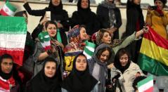 Mujeres iranís en partido de fútbol.