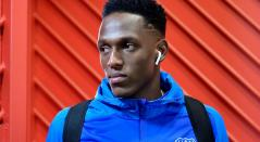 Yerry Mina llegando al estadio con el Everton