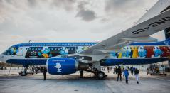 Avión de los pitufos, por aerolínea de Bruselas