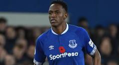 Yerry Mina durante el juego del Everton ante el Cardiff