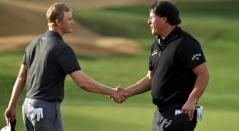 Adam Long y Phil Mickelson