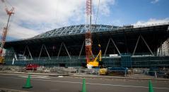 Esta imagen muestra una vista del Centro de Gimnasia Ariake en construcción, sede de la gimnasia en los Juegos Olímpicos de Tokio 2020