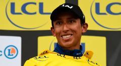 Egan Bernal en el podio como campeón de la París-Niza