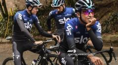 Egan Bernal, Chris Froome y Castroviejo - Sky Team