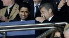 Nasser Al-Khelaifi, presidente del PSG, junto a Nicolas Sarkozy en el partido ante Manchester United.
