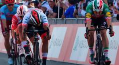 Fernando Gaviria volvió a tener un duelo con el italiano Elia Viviani en el Tour de los Emiratos
