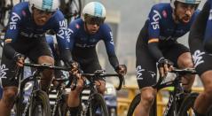 Jonathan Castroviejo, Egan Bernal e Iván Sosa, ciclistas del Sky