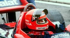 El piloto austriaco de Fórmula Uno, Niki Lauda, dentro de su automóvil durante una sesión de entrenamiento en el circuito de Le Castellet Paul Ricard (sur de Francia)