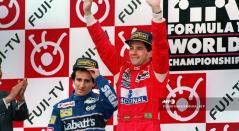 Ayrton Senna celebran una victoria en el Gran Premio de Japón