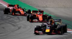 Los Ferrari persiguiendo al Red Bull de Verstappen en el Gran Premio España de la Fórmula 1