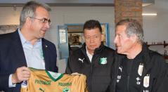 Óscar Washington Tabárez fue homenajeado por el Deportivo Cali