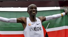 Eliud Kipchoge, atleta que batió récord en una maratón