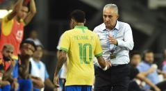Neymar salió lesionado ante Nigeria
