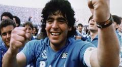 En 1984 llegó a Nápoli, club donde es considerado como el máximo ídolo