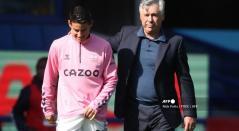 James Rodríguez y Carlo Ancelotti; Everton