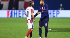 Luka Modric y Kylian Mbappé