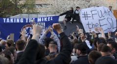 Hinchas del Chelsea protestan por la Superliga de Europa