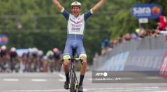 Taco van der Hoorn ganó la etapa 3 del Giro de Italia