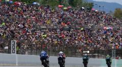 Espectadores presenciando carreras de MotoGP